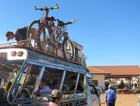Exemple de transport de vélos sur un Songthaew